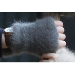 Fur mittens 100%